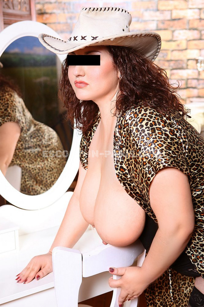 Christina - top escort in Paris