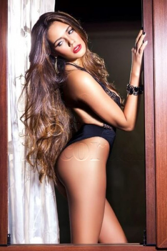 Tara - top escort in Paris