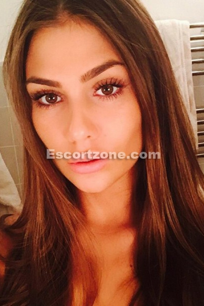 Eveline - top escort in Paris